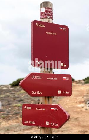 Menorca - 19. SEPTEMBER: ein Pfad auf der Cami de Cavalls an der Küste zu Fuß in Menorca Island, September 19,2017. - Stockfoto