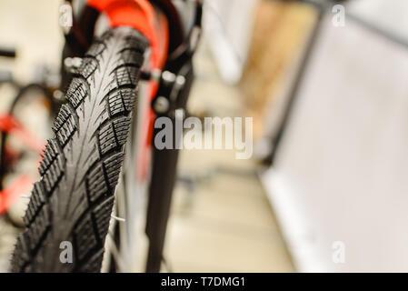Fahrrad Rad mit neuen Reifen. - Stockfoto