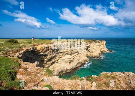 Italien, Apulien, Salento, Otranto, nördliche Küste mit Höhlen, Grotta dell'Eremita - Stockfoto