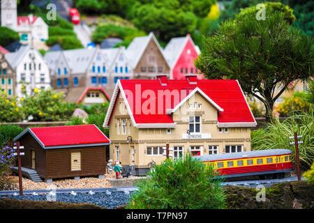 Dänemark, jütland, Billund, Legoland® Billund ist der erste Legoland Park gegründet im Jahr 1968, in der Nähe der Hauptsitze der Lego® (der Begriff Lego aus der dänischen Leg godt Sinne gut spielt) abgeleitet wird, ist es aus folgenden Räumen: Hier Miniland true animierte Miniature World, sondern auch LEGOREDO Town, Imagination Zone, Knights Kingdom, DUPLO Land, Pirate Land, LEGO City, Insel Dino, Fun Town, Adventure Land, LEGO X-Treme, Verkehr, Reich der Pharaonen, im Land der Wikinger, - Stockfoto