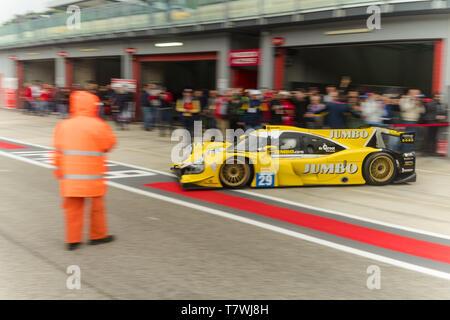 Le Mans Series Auto verlässt das Feld - Stockfoto