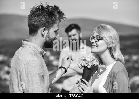 Freundin beim flirten beobachten