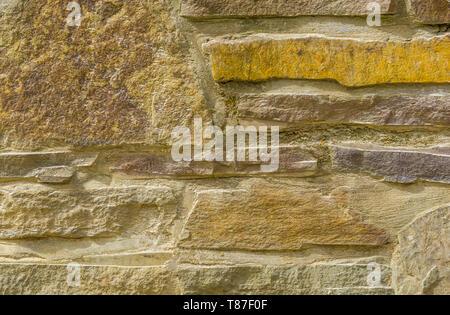 Hintergrund Muster der modernen Steine in verschiedenen Größen und Formen, Architektur Detail einer Steinmauer - Stockfoto