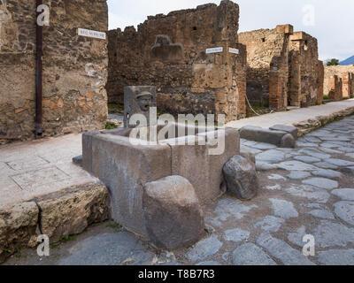 Öffentliche Brunnen, die Straßen von Pompeji, Italien - Stockfoto
