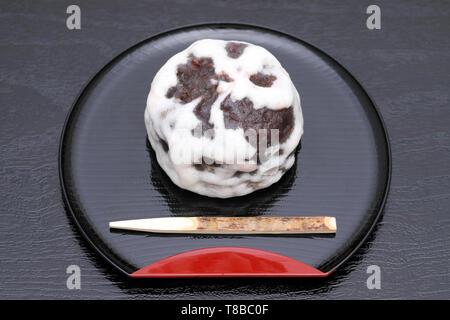 Traditionelle japanische Süßwaren Fubuki manjyu auf Tisch - Stockfoto