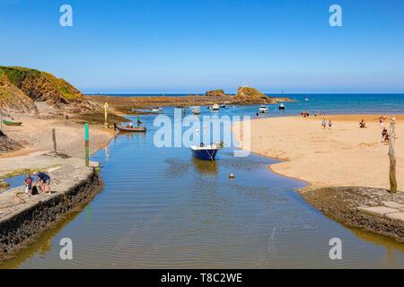 Vom 7. Juli 2018: Bude, Cornwall, Großbritannien - den Kanal und Summerleaze Strand mit Strand goers Genießen der Sommerhitze.