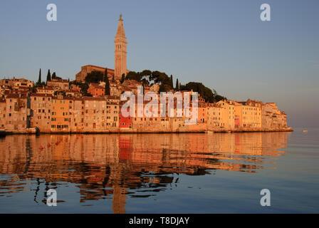 Rovinj, einer alten Hafenstadt einmal regiert von der Republik Venedig, ist eine große familienfreundliche Ziel abseits der ausgetretenen Pfade. - Stockfoto