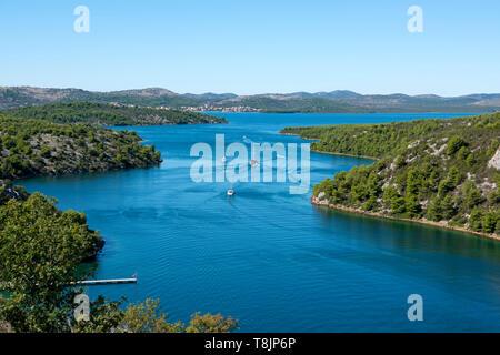 Kroatien, Dalmatien, Trogir und Sibenik, Fluss Krka westlich der Brücke der A1 - Stockfoto
