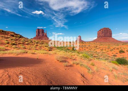 Sanddünen der Wüste im Monument Valley in Arizona, USA. - Stockfoto