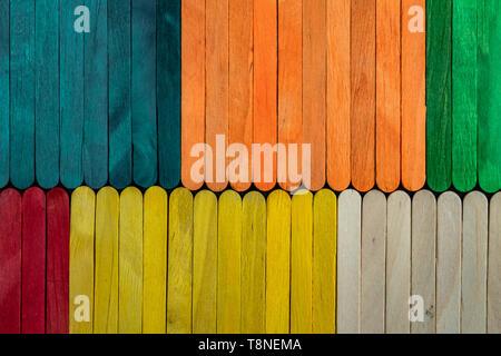 Buntes Holz Textur Hintergrund aus Sticks - Stockfoto