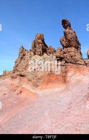 Teneriffa, Kanarische Inseln, Spanien. Roques de Garcia-Felsformationen im Vulkan Teide National Park. Mount Teide, UNESCO-Weltkulturerbe. - Stockfoto