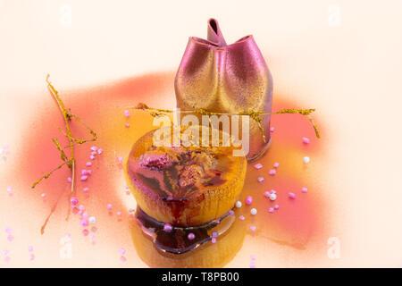Elegante Dessert bestreut mit essbaren Farben - Stockfoto