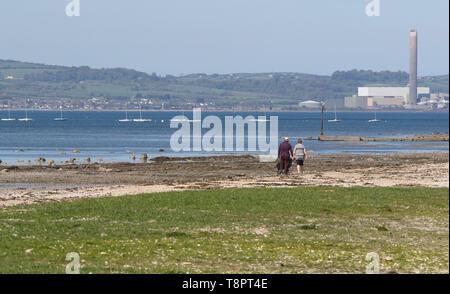 Belfast Lough, Holywood, County Down, Nordirland, Irland. 14 Mai, 2019. UK Wetter - einen warmen sonnigen Tag an der Küste mit blauem Himmel über Belfast Lough. Quelle: David Hunter/Alamy leben Nachrichten - Stockfoto