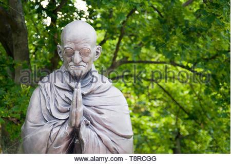 BUDAPEST - ca. Juni 2013: Garten der Philosophie, Denkmal auf Gellértberg, von Bildhauer Nandor Wagner, besteht aus acht bronze Statuen. Die compositi - Stockfoto