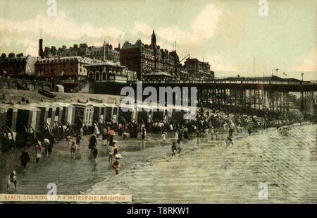 """""""Strand mit Pier & Metropole, Brighton, Ende des 19. Anfang des 20. Jahrhunderts. Schöpfer: Unbekannt. - Stockfoto"""