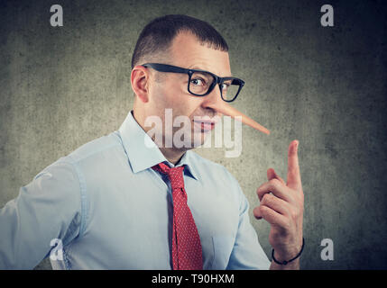 Ein Lügner Geschäftsmann und Finanzberater - Stockfoto
