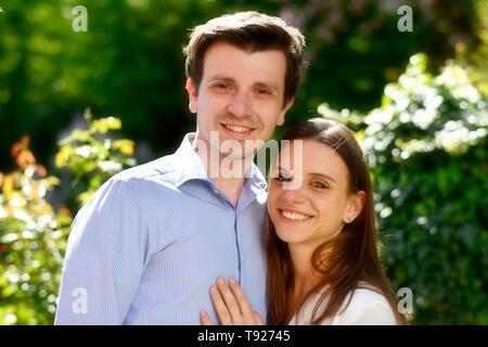 Junge glückliches Paar, Baden-Württemberg, Deutschland - Stockfoto