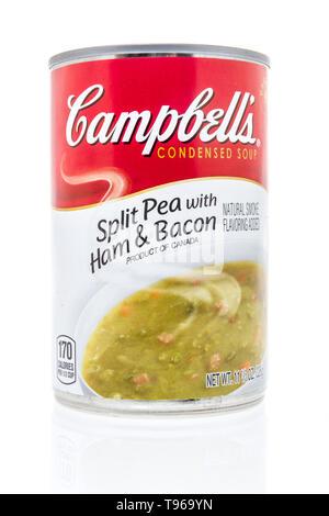 Winneconne, WI - 10. Mai 2019: Eine Dose Campbells Erbsen mit Schinken und Speck Suppe auf einem isolierten Hintergrund - Stockfoto