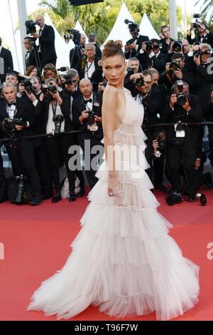 """Mai 16, 2019 - Cannes, Frankreich - Die """"Rocketman"""" """"Roter Teppich"""" - Cannes 2019: Bella Hadid sorgt sich das Screening von """"Rocketman"""" während der 72. jährlichen Filmfestspiele von Cannes am 16. Mai 2019 in Cannes, Frankreich. (Bild: © Friedrich InjimbertZUMA Draht) - Stockfoto"""