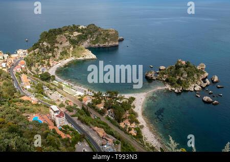 Die kleine Insel Isola Bella im Ionischen Meer an der Küste von Taormina, Sizilien. - Stockfoto