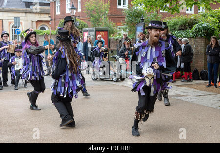Winchester, Hampshire, England, UK. Mai 2019. Mitglieder der Anonymen Dorsetand Morrismen von Poole, die Teilnahme an der jährlichen Winchester Mayfest. - Stockfoto