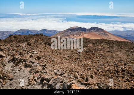 Blick vom Mount Teide auf Pico Vieje, Nationalpark Teide, Teneriffa, Spanien. - Stockfoto