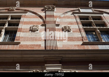 Architektonisches detail Barockstil des Capitole, Darstellung der Wappen der Capitouls, Toulouse, Royal, Haute-Garonne, Frankreich - Stockfoto