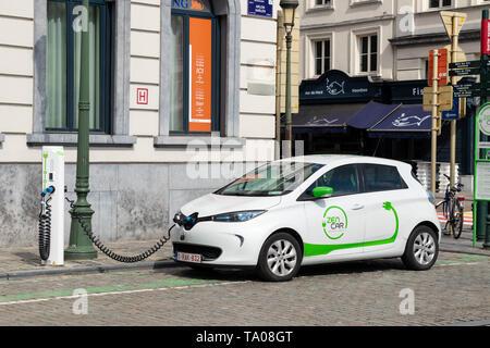 ZEN Auto, Auto teilen, ZENCAR Renault ZOE Elektroauto Aufladen in der Straße Rue d'Arlon, Brüssel, Belgien, EU, Europa - Stockfoto
