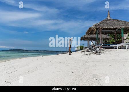 GILI AIR, Indonesien - Dezember 01, 2013: unberührten Gewässern und einem weißen Sandstrand auf Gili Air. Eine der drei beliebten Gili Inseln in der Nähe von Lombok. - Stockfoto