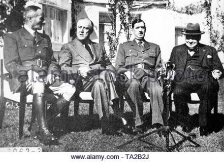 L-R: General Giraud (1879-1949), Franklin Delano Roosevelt (1882-1945), General de Gaulle (1890-1970) und Sir Winston Leonard Spencer Churchill (1874-1965), der Konferenz von Casablanca (Codename SYMBOL) war am Anfa Hotel in Casablanca, Marokko gehalten, und dann ein französisches Protektorat, von Januar 14 bis 24, 1943, der Europäischen Strategie der Alliierten während des Zweiten Weltkrieges zu planen, - Stockfoto