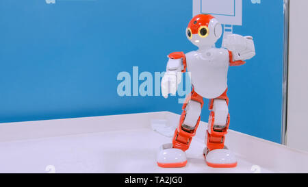 Humanoide Roboter tanzen - Stockfoto
