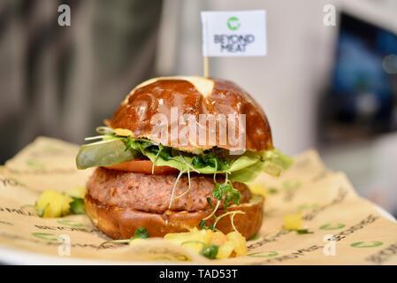 Fleischlose (Fleisch) Über Burger aus Fleisch. Vegetarische vegane Burger aus Erbsen, andere Zutaten, National Restaurant zeigen, Chicago, USA - Stockfoto