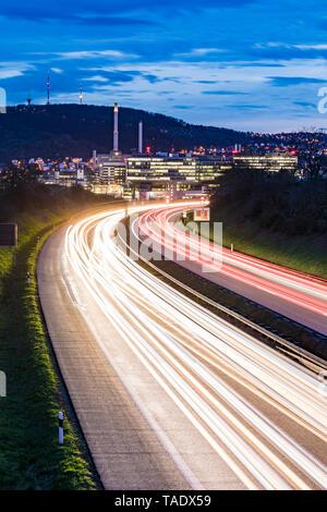 Deutschland, Badenwurttemberg, leichte Wanderwege auf der Bundesstraße in der Nähe von Unterturkheim - Stockfoto