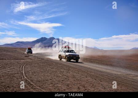 Off Road Touren auf den Salzebenen von Salar de Uyuni, Bolivien - Stockfoto