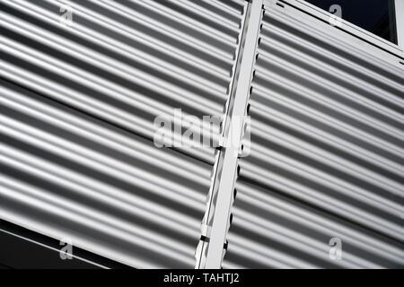 Fassade eines Hauses aus Wellblech - Stockfoto