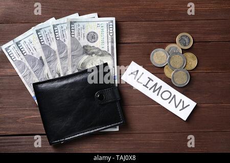 Wort ALIMENTE mit Tasche und Geld für Holz- Hintergrund - Stockfoto