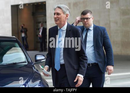 London, Großbritannien. 26. Mai 2019. Philip Hammond Schatzkanzler, kommt bei der BBC vor seinem Auftritt auf der Andrew Marr Show. - Stockfoto