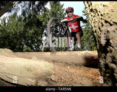 MATHIAS FLUCKIGER der Schweiz in Aktion während der Männer elite Cross Country Mountainbike Weltcup in Nové Město na Moravě, Tschechische Republik, 26. Mai 2019. (CTK Photo/Libor Plihal) - Stockfoto