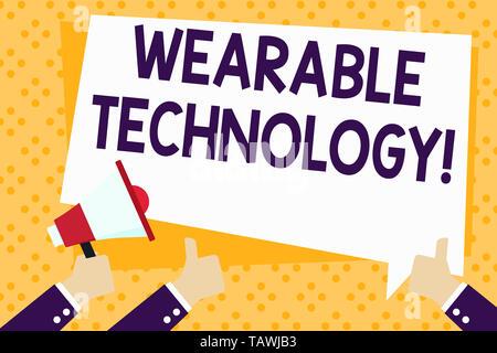 Schreiben Hinweis anzeigen tragbare Technologie. Business Konzept für elektronische Geräte, getragen als Zubehör Hand mit Megafon und Gestik werden können - Stockfoto