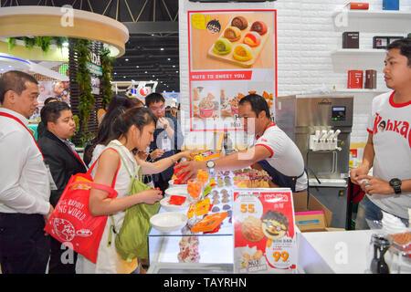 NONTHABURI - Mai 28: Köche kochen Demonstrationen für Besucher und Kunden in während der Ausstellung der THAIFEX - World of food ASIA 2019 am 28. Mai, 2. - Stockfoto