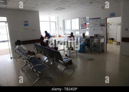 Harare, Simbabwe. 28 Mai, 2019. Die Patienten werden in der Mahusekwa Krankenhaus gesehen, auch als China-Zimbabwe Freundschaft Krankenhaus in der Provinz Mashonaland East, Simbabwe, 28. Mai 2019 bekannt. Credit: Zhang Yuliang/Xinhua/Alamy leben Nachrichten - Stockfoto