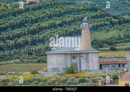 Castelsardo, einem wunderschönen mittelalterlichen Dorf auf einer Landzunge in den Golf von Asinara durch ein Schloss, Provinz Sassari, Sardinien, Italien dominiert - Stockfoto