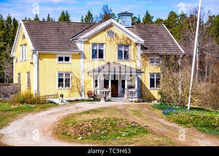 Alte Villa in der Landschaft von Schweden. - Stockfoto