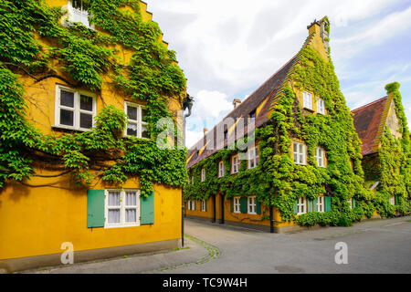 Fuggerei oder Augusta Unterkunft ist das älteste Beispiel in der Welt der noch vorhandenen sozialen Wohnungsbau wurde im Jahr 1521 von Jakob Fugger der Jüngeren gegründet, - Stockfoto