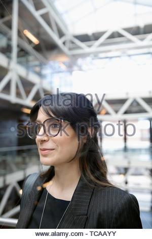 Ehrgeizig, freuen uns Geschäftsfrau - Stockfoto