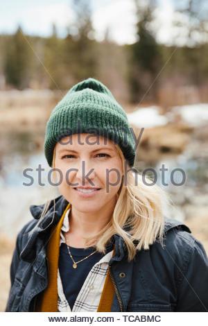 Portrait selbstbewusste Frau wandern - Stockfoto