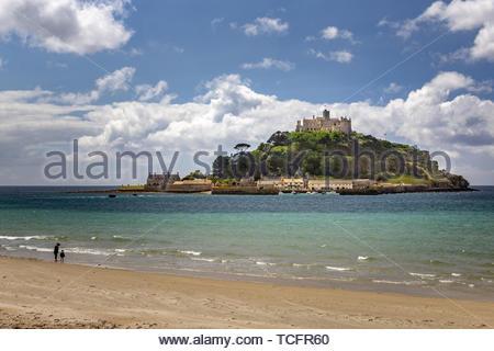 Foto am Strand mit Blick auf St. Michael's Mount - Stockfoto