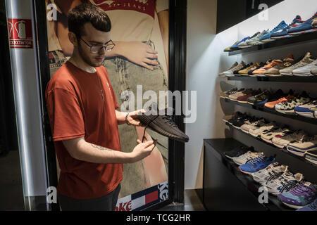 Boost 350 Trainer Yeezy Adidas StockfotoBild108341590 doBWrCex