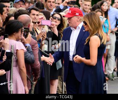 Washington DC, USA. 07 Juni, 2019. Präsidenten der Vereinigten Staaten Donald J. Trumpf und die erste Dame Melania Trump Gäste begrüßen, wie sie in den Süden Rasen des Weißen Hauses in Washington, DC von ihren europäischen Reise am Freitag, 7. Juni 2019. Credit: MediaPunch Inc/Alamy leben Nachrichten - Stockfoto
