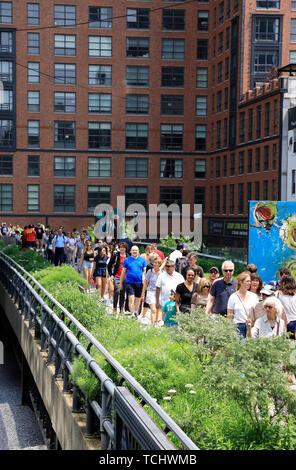 Die High Line Park mit Besucher. Manhattan. New York City, USA. - Stockfoto